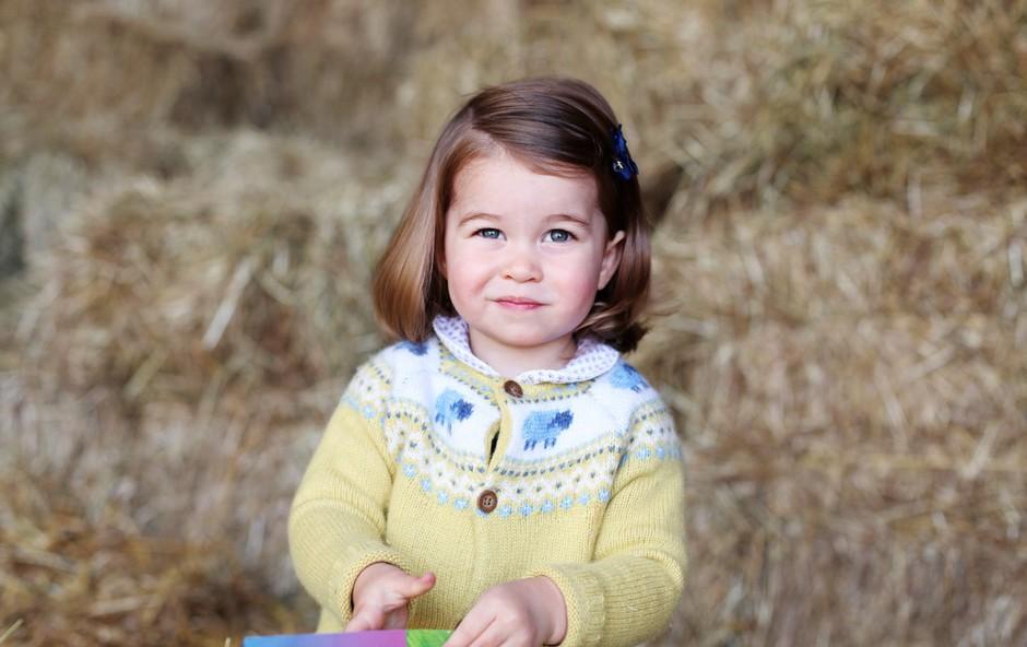 Britanska princesa Charlotte za drugi rojstni dan očarala s podobnostjo kraljici (foto: profimedia)