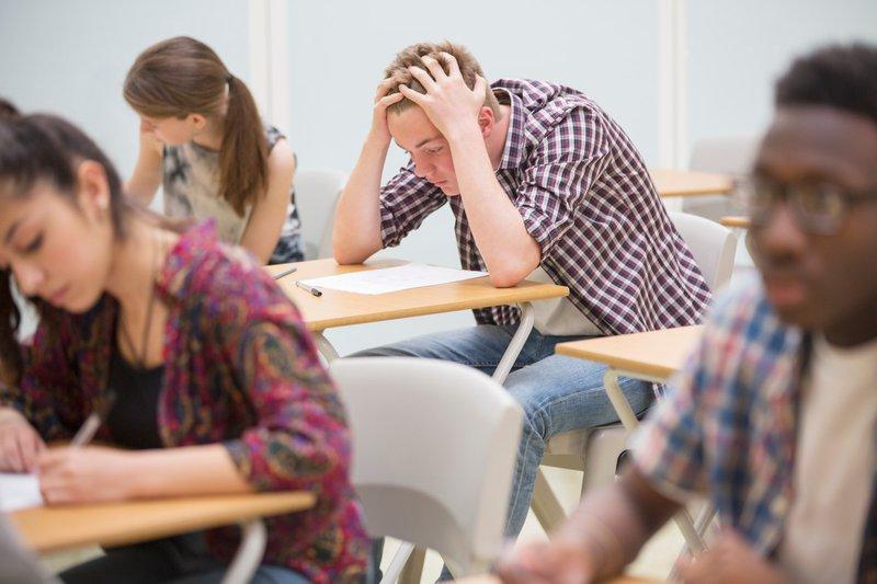 študenti, učilnica, izpit