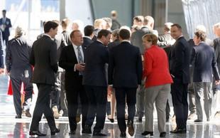 Trump s komolci v ospredje na vrhu Nata, ob rokovanju pa bi se ponovno ruval z Macronom!