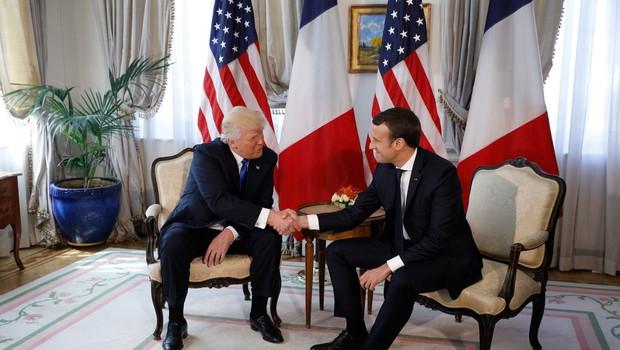 """Emmanuel Macron: """"Stisk roke s Trumpom ni bil nedolžen. Šlo je za trenutek resnice!"""" (foto: profimedia)"""