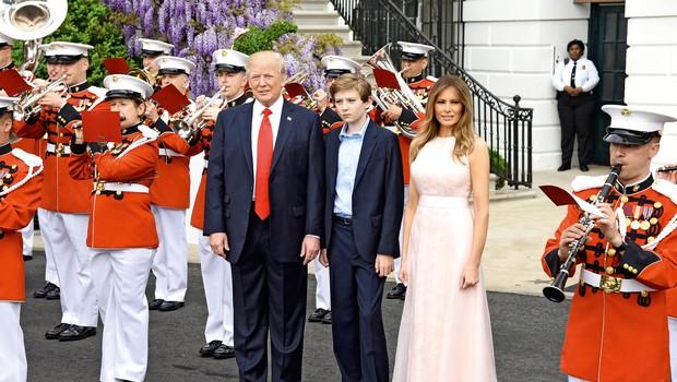 Barron Trump se z mamo Melanio seli v Washington (foto: Profimedia)