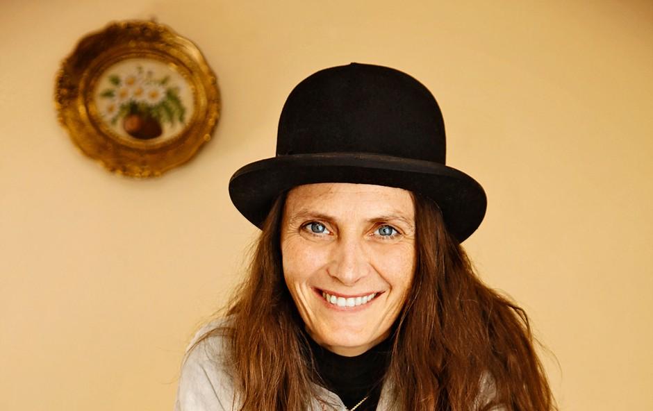 Kim Klimt: Poslikava motociklov je njena najnovejša strast (foto: Aleksandra Saša Prelesnik, osebni arhiv)