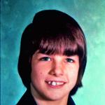 Tom na začetku najstniških let, ko se je na šolskih odrih prvič preizkusil kot igralec. (foto: Profimedia)