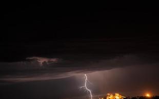 Konec vročinskega vala z nevihtami, sunki vetra in točo