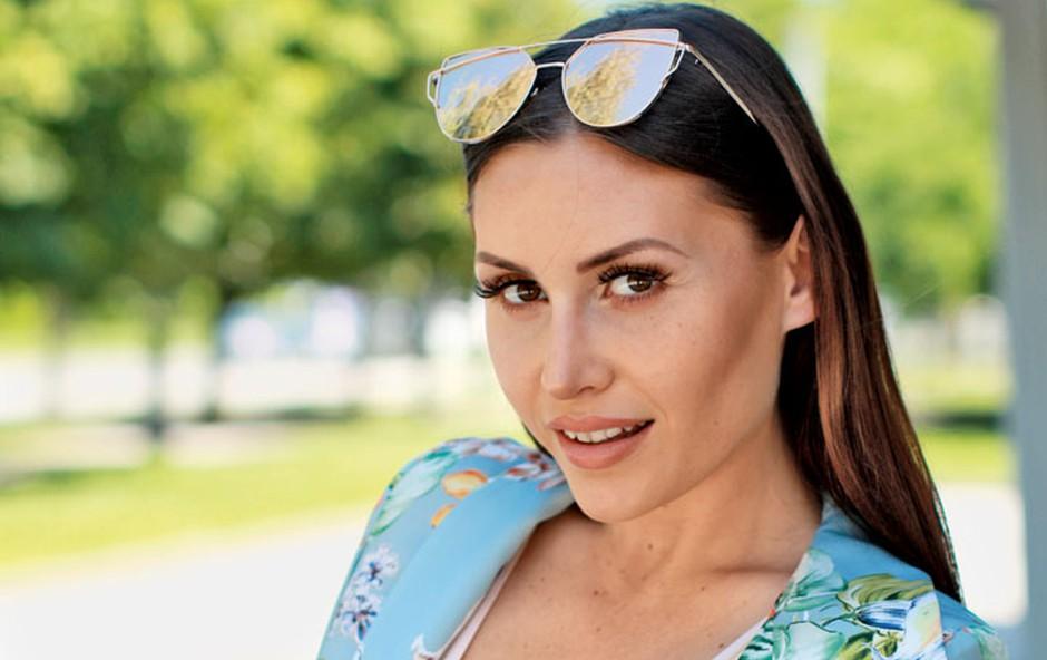 Anja Jenko: Po porodu obležala v postelji (foto: Goran Antley)
