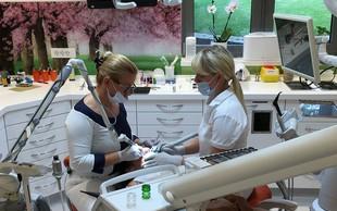 Skoraj 40 odstotkov Slovencev bi teden dni lažje preživelo brez zobne ščetke kot telefona