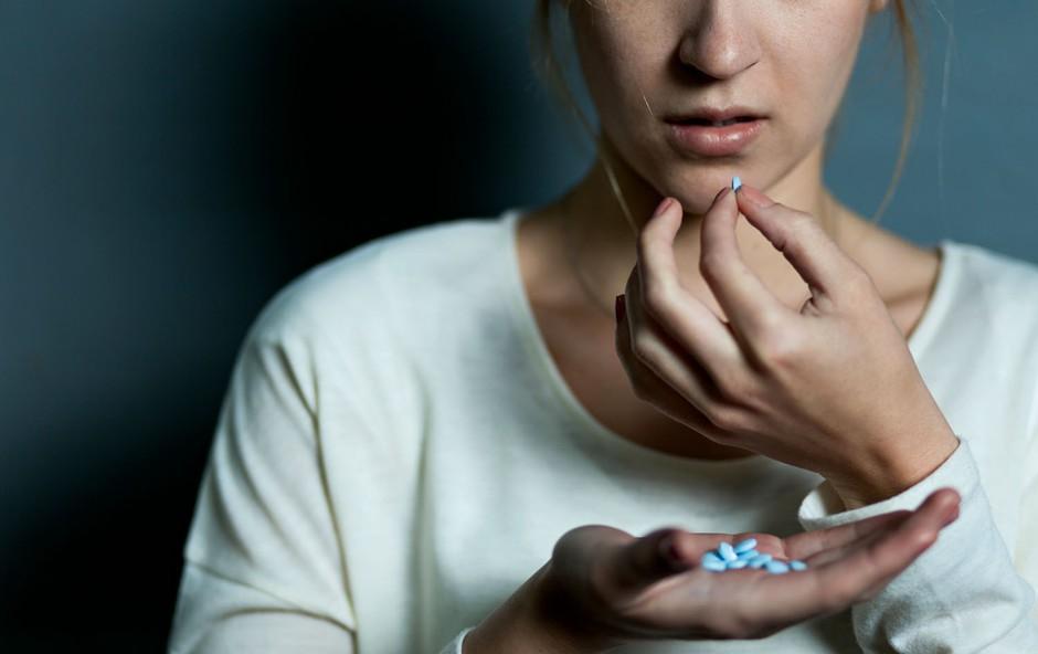 """Raziskovalka samomorov Vita Poštuvan: """"Polovica mladostnic je vsaj enkrat že pomislila na samomor!"""" (foto: Shutterstock)"""