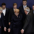 Juncker spet nagajiv, tokrat poljubček Plenkoviću