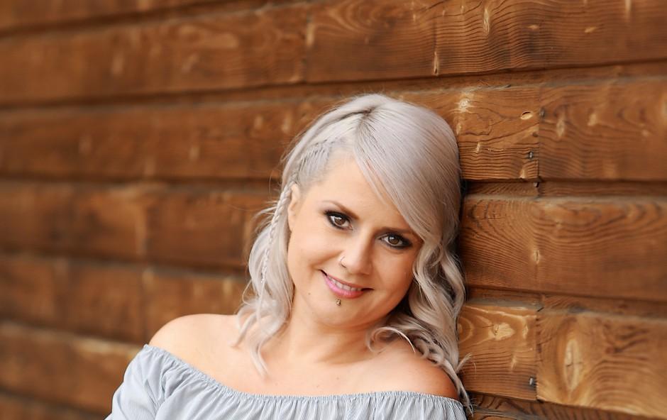 Jerica Zupan in njena nova tetovaža, ki je v bistvu - opomnik (foto: Helena Kermelj)