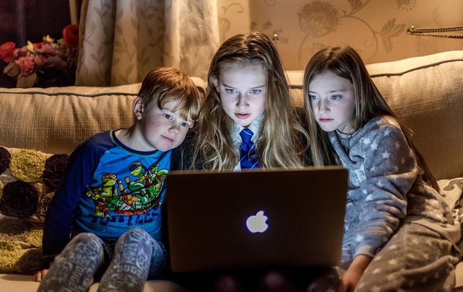 Mariborčan kljub obsodbi nadaljeval zbiranje posnetkov golih otrok prek Facebooka! (foto: profimedia)