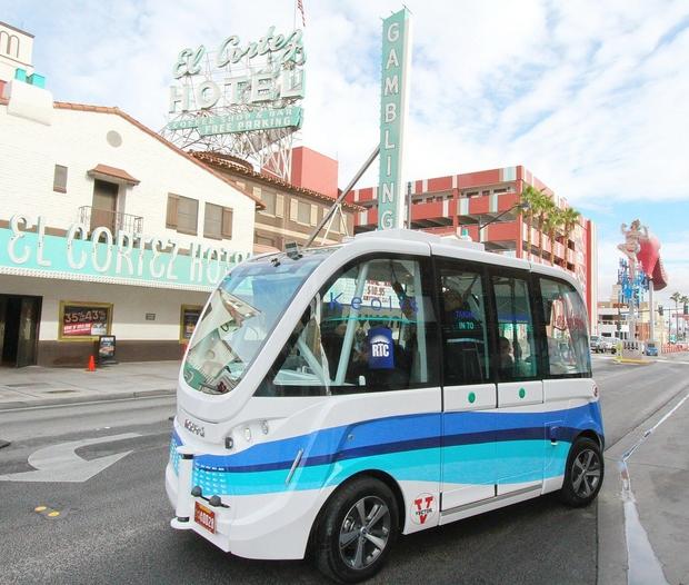 Las Vegas: Avtobus brez voznika že prvi dan udeležen v trčenju (foto: profimedia)