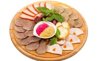 """Test pasteriziranih mesnih izdelkov v rezinah pokazal: """"Veliko soli, malo beljakovin!"""""""
