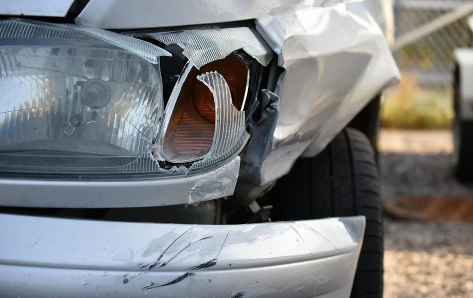 Huda prometna nesreča slovenskega avtobusa in slovenskega avtomobila v Avstriji (foto: profimedia)