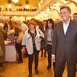 Tudi Borut Pahor doma vihti kuhalnico!