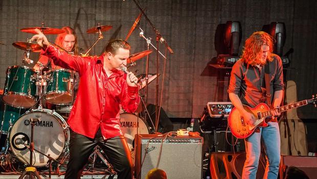 Glasbeni spektakel v čast Kralju rock'n'rolla zatresel Cvetličarno (foto: Jože Hvala)