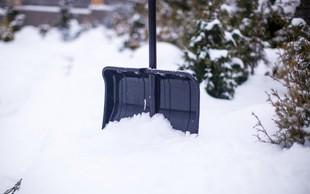 Po Sloveniji sneži, sneg pa se oprijemlje cestišč in povzroča težave v prometu!