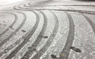 Sneg povzroča največ preglavic na cestah, še posebno na primorski avtocesti!