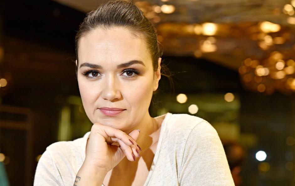 Alenka Košir pokazala, da pražen krompir dela kar s smučarsko čelado (foto: Igor Zaplatil)