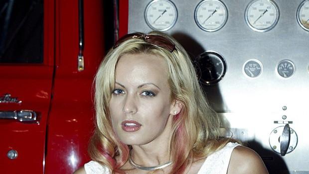 V striptiz klubu aretirali Stormy Daniels, ker je dovolila, da se je nekdo dotakne! (foto: profimedia)