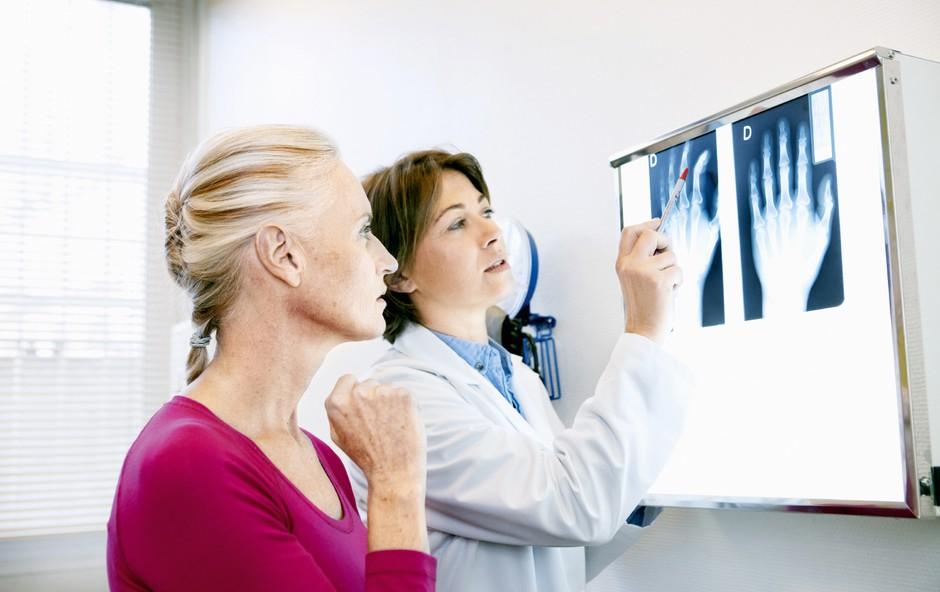 Revmatične bolezni ne izbirajo ne spola ne starosti (foto: Shutterstock)