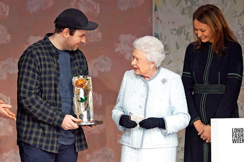 Kraljica na tednu mode,  Kate s tatujem