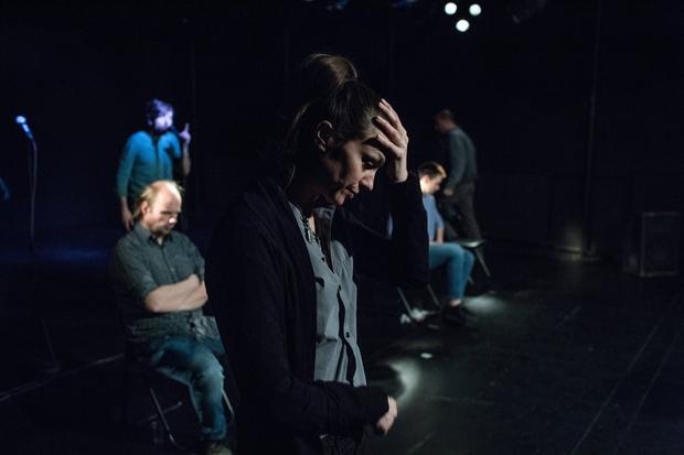 Predstava 6 Žige Divjaka po resničnih dogodkih v Kranju o strahu pred begunskimi otroki (foto: Slovensko mladinsko gledališče)