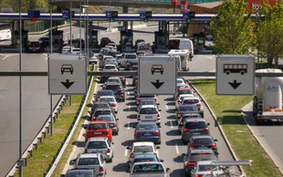 Na cestah so zastoji, na mejnih prehodih s Hrvaško pa čakalne dobe
