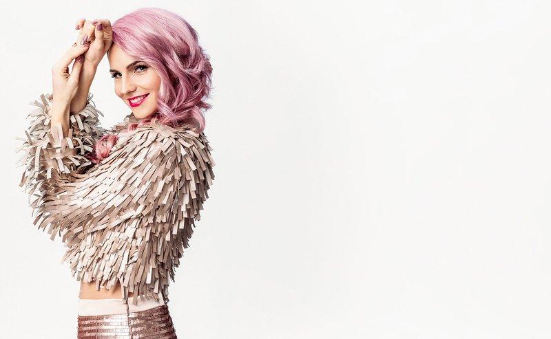 Lea Sirk: Kariera  zame ni VSE