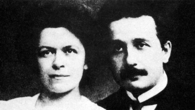 Slavenka Drakulić s knjigo o žalostni usodi genialne znanstvenice - prve žene Alberta Einsteina! (foto: Profimedia)