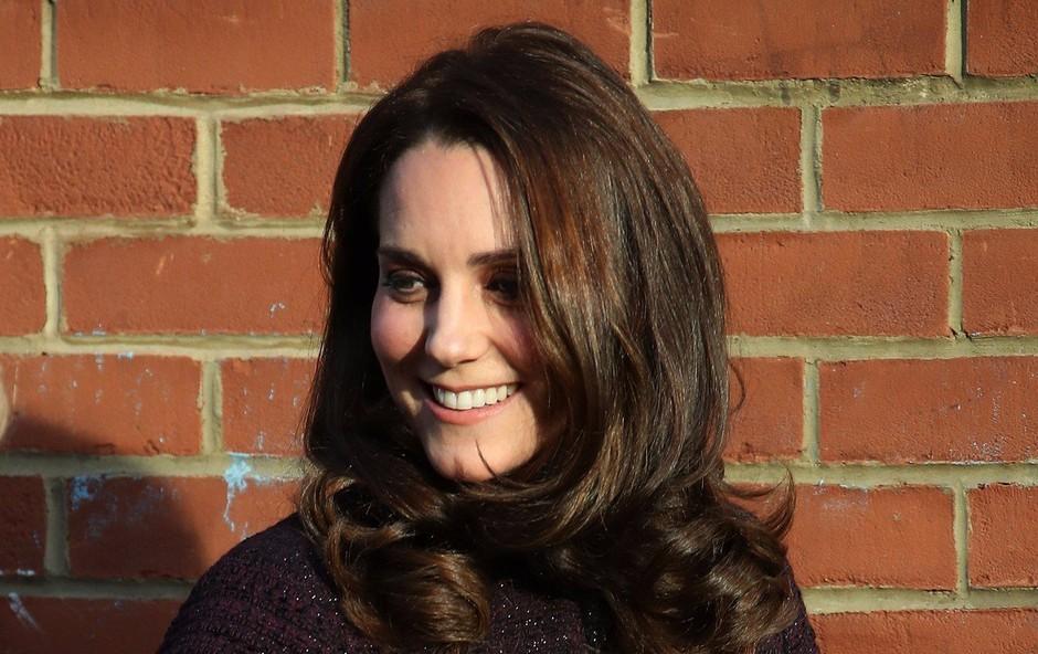 """Britanska """"predporodna"""" mrzlica: Oboževalci že pred porodnišnico, v kateri bo rodila vojvodinja Kate (foto: Profimedia)"""