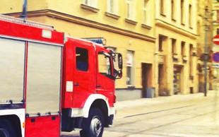 Zaradi požara v Kranju sedem ljudi začasno biva v občinski stavbi