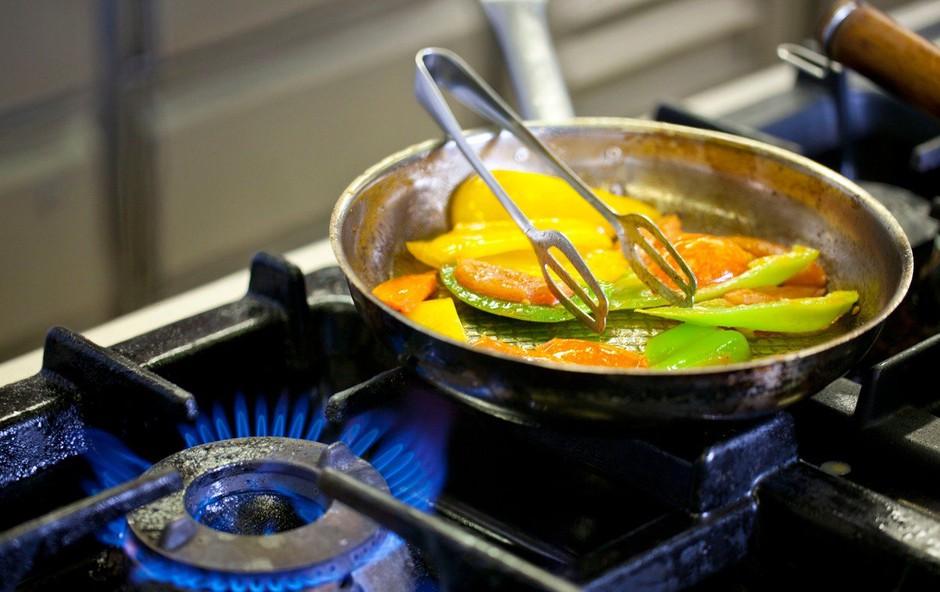 Gorelo je zaradi pozabljene hrane na štedilniku in dimniških požarov (foto: profimedia)