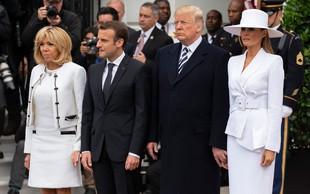Donald je Melanio skušal prijeti za roko, a ga je zavrnila, kamere pa vse posnele