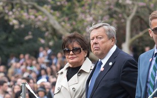 Viktor in Amalija Knavs obiskala zvezni imigracijski urad v New Yorku