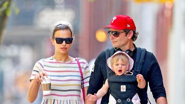 Irina Shayk in Bradley Cooper sta se po mestu sprehodila s svojo malo princesko (foto: Profimedia)