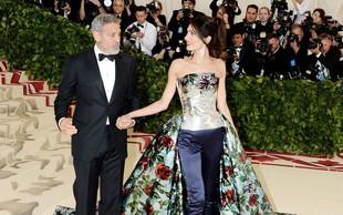 Zakaj je Amal Clooney tako hitro želela obleči drugo večerno obleko?