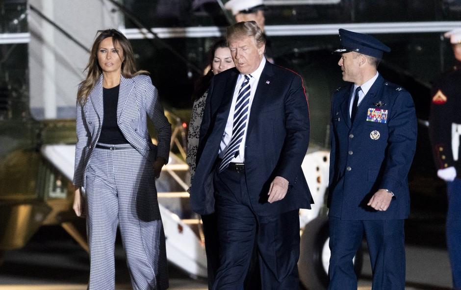 Vsi govorijo o hlačah, ki jih je nosila Melania Trump (foto: Profimedia)