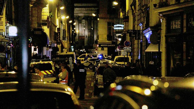 V Parizu napadalec z nožem napadel ljudi, ubil enega in ranil štiri! (foto: profimedia)