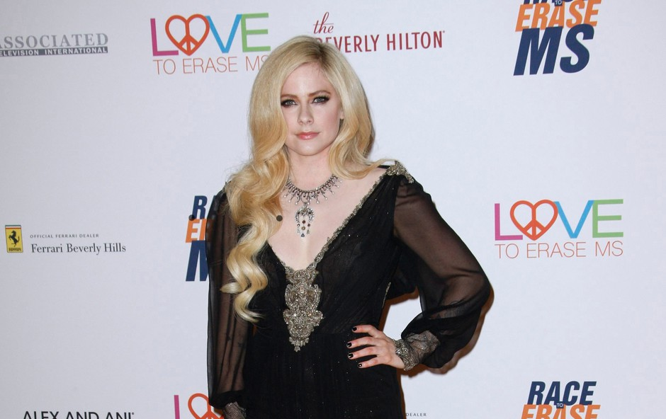 Avril  Lavigne: Bilo je tako hudo, da je komaj hodila (foto: Profimedia)
