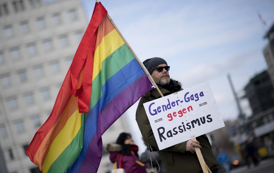 V Berlinu hkrati protestiralo 5000 skrajnih desničarjev in 25.000 nasprotnikov rasizma! (foto: profimedia)