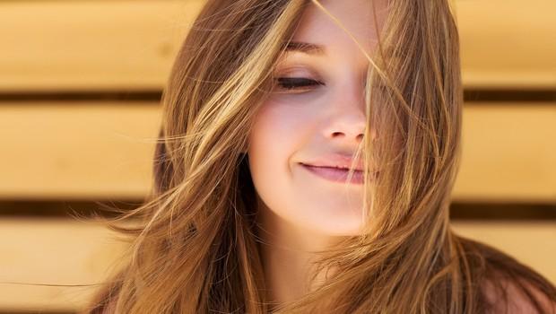 Do hitre osvežitve las s suhim šamponom NIVEA Fresh Revive (foto: Nivea)