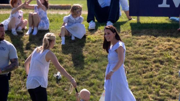 Poletna obleka Kate Middleton o kateri vsi govorijo (foto: Profimedia)