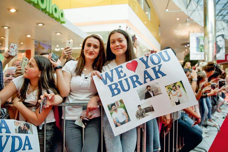 Burak Özçivit: Po obisku presenetil svojo ženo!