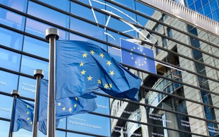 Nova evropska direktiva bi prepovedala 'meme' šale in ogrozila prihodnost interneta, kot ga poznamo