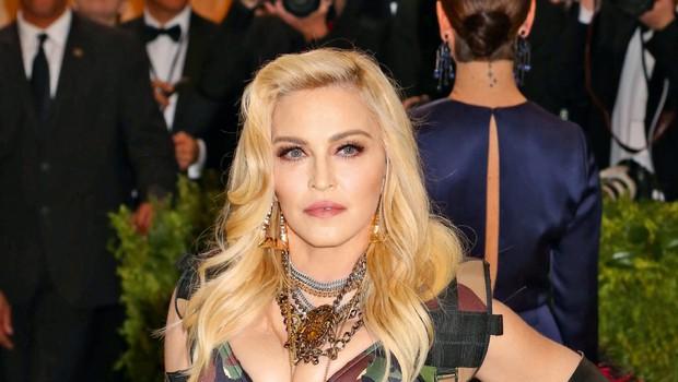 Madonna z drastično spremembo - postala je kratkolasa črnolaska! (foto: Profimedia)