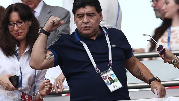 Na tisoče navijačev prišlo na odprti trening pozdraviti Maradono (foto: profimedia)