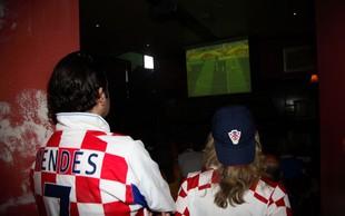 """Na hrvaškem otoku Viru jih je """"fasal"""" Slovenec, ki je motil ogled nogometne tekme"""