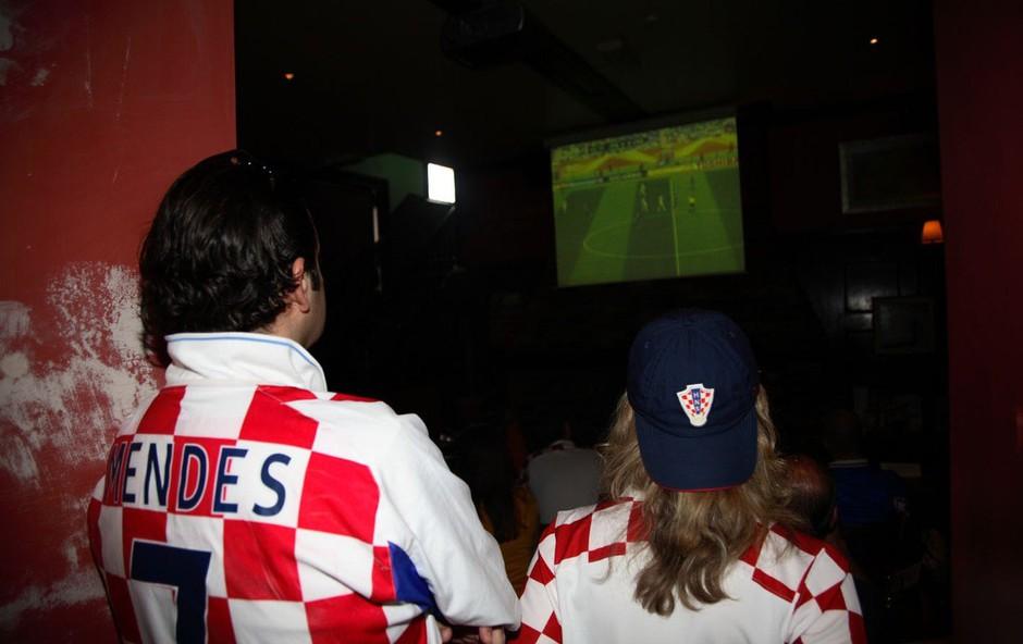 """Na hrvaškem otoku Viru jih je """"fasal"""" Slovenec, ki je motil ogled nogometne tekme (foto: Profimedia)"""