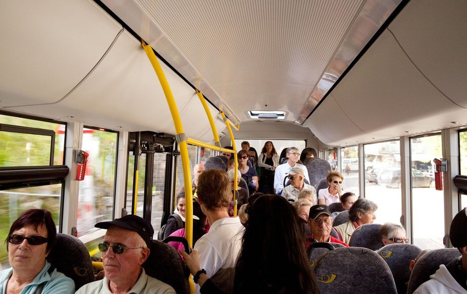 Bonton v potniškem prometu, ko udari vročina in se širi neprijeten vonj znoja (foto: profimedia)