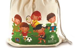 Iniciativa Danes za jutri z vrečko in stekleničko za pomoč otrokom projekta Botrstvo